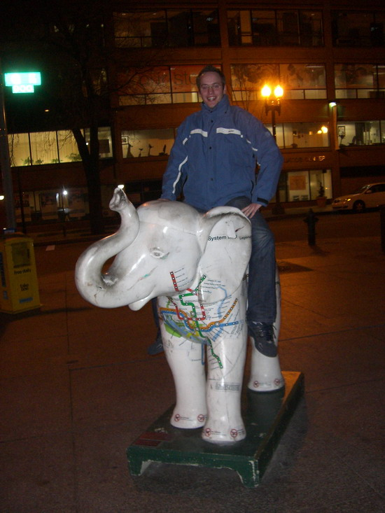MJ beim Elefantenreiten