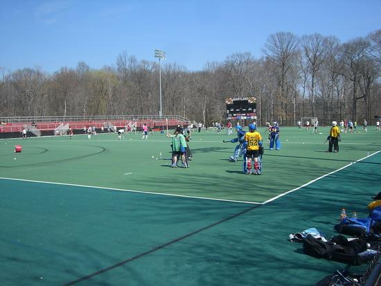Mädels auf dem Hockeyplatz der University of Maryland