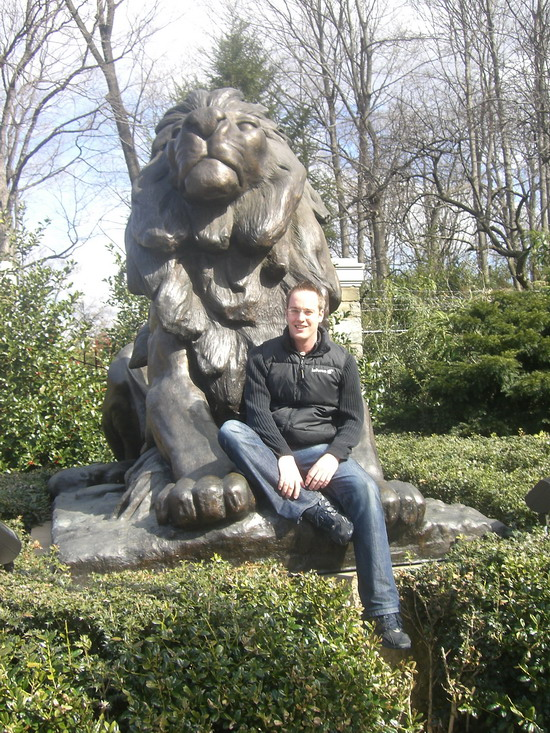 Michael vorm Eingang des National Zoo in Washington DC